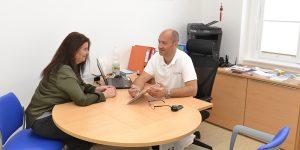 Patientenbesprechung - Hautarzt in Wiener Neustadt - Dr. Thomas Untergrabner